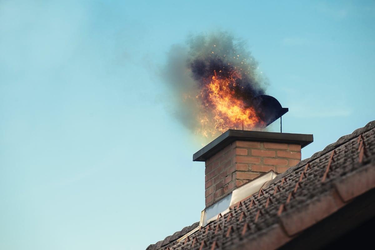schoorsteenbrand oorzaken voorkomen prijs schoorsteen vegen. Black Bedroom Furniture Sets. Home Design Ideas